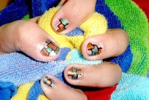 to see how to make it, go to http://iambabypanda.blogspot.com/2011/12/mani-monday-mondrian-abstract-painting.html