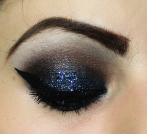 GLITTER, smokey eye, great for a subtle sexy look for the night out!