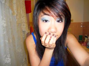 -blue shadow + cheetah nails.