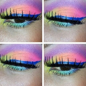 To achieve this look i used  the sleek acid pallet divine . I lined my eyes with nyx liquid liner and added false ladles