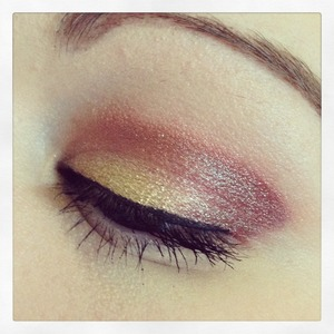 I used a maybelline color tattoo as a base then some sugar pill in gold and reds and then a Mac pigment on top :)