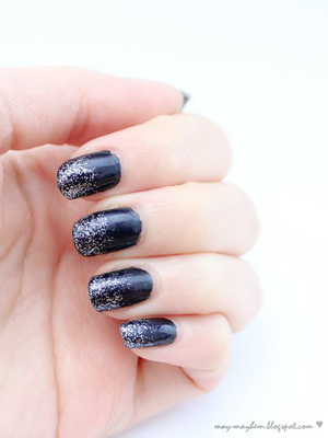We all need glitter in our lives! I added a slight gradient silver glitter to my nails to jazz up my dull navy nails.