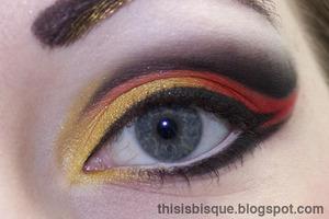 Tutorial: http://thisisbisque.blogspot.ca/2012/05/girl-on-fire-eye-makeup-tutorial.html