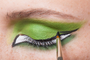 HALLOWEEN MAKEUP EFFECTS: Wing it up