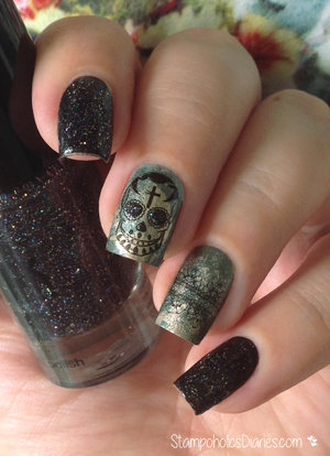 http://stampoholicsdiaries.com/2015/05/03/skull-nails-with-p2-essence-essie-and-bundle-monster/