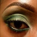 MAC green eyeshadow look