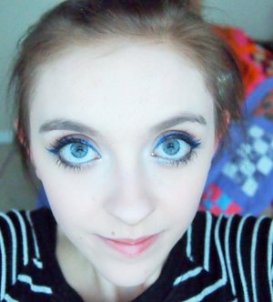 This was the eye makeup I wore for my mom's birthday! It is inspired by her cake!