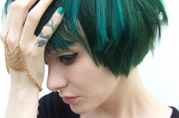Rock This Look: The Gothic Glam of Tying Tiffany