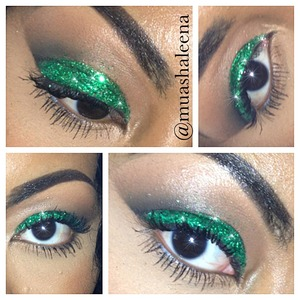 Today I went for emerald green glitter, black in my crease and mascara :)