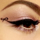 Bow Eyeliner