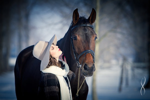 Women and horses, is there anything more beautiful?