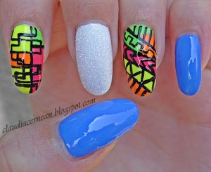 Tutorial on : http://claudiacernean.blogspot.ro/2013/07/unghii-tribal-colorate-colorful-tribal.html