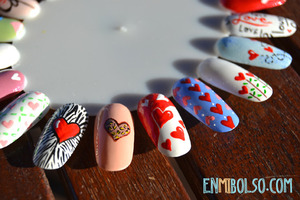 More info: http://enmibolso.com/2013/02/11/paleta-de-manicura-especial-san-valentin/