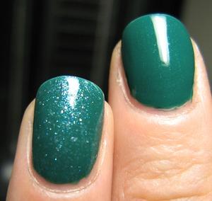 Essence 'clour 3' in Green, like it  ; )