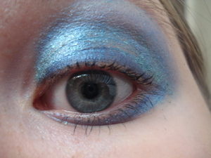 Bold blue. I didn't use this eyeshadow again because it creased very easily (As you can see by the picture)