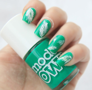 more photos here: http://littlebeautybagcta.blogspot.ro/2013/03/green-nails-31-colab.html