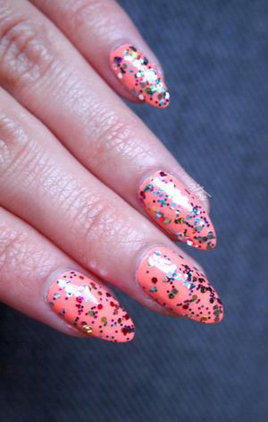 http://www.drinkcitra.com/2014/04/favorite-glitter-topper-polish.html
