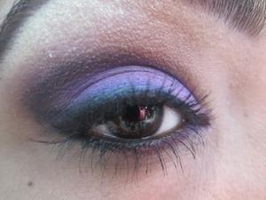 Tutorial... http://srinjla.blogspot.com/2013/07/purple-smokey-look.html