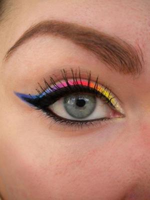http://missbeautyaddict.blogspot.com/2012/02/rainbow-eyeliner-phototutorial.html
