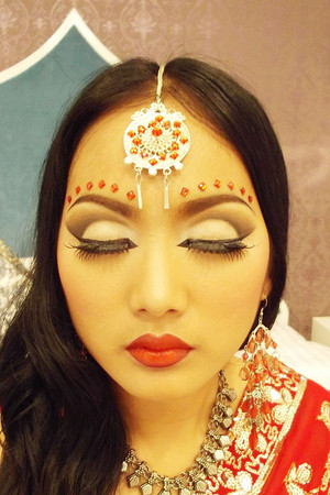 Hi ! This is my Indian make up , I make up this concept for the magazine in Chiangrai,Thailand. I choose color eyes with brown color and red lip.