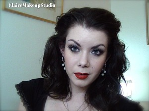 Here is the tutorial for this look : http://www.youtube.com/watch?v=FjbDPMOwkq8
