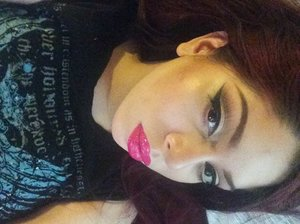 Everyday look wearing Milanis liquid lipstick in Pink Rave 💕