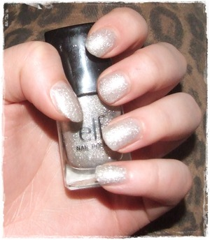 my nails are short and some longs lol, but I like the nail polish from elf very well ^^