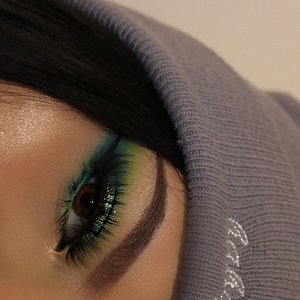 I tried to be creative and come out with colorful looks. 💙 my Instagram is Cindysotomua (: