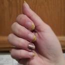 Gold & Glitter Nails
