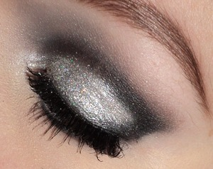 Cut crease look with silver glitter, great for the holiday's. Please follow my instagram: http://instagram.com/makeupbyeline/ I used eyeshadows from the sleek vintage romance palette(meet in madrid & love in london) and nyx silver glitter pigment. I also have a blog: http://themakeuphotspot.nl/ I will also upload a collage with more picture's of this look.
