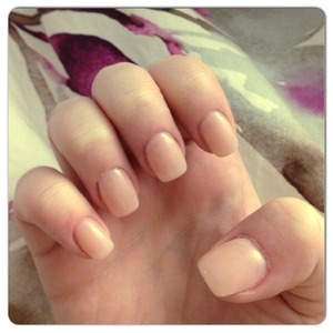 Natural colour on short nails, yes please ❤