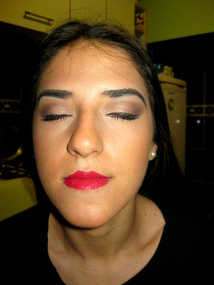 I wanted to make my lips in centre of  make up. :)