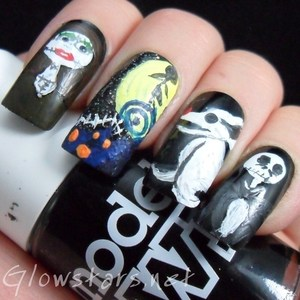 To find out more about this mani please visit http://glowstars.net/lacquer-obsession/2012/10/the-digit-al-dozen-does-halloween-nightmare-before-christmas