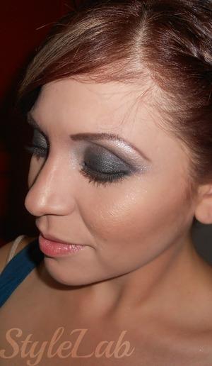 Shiny eyeshadow smokey eye...