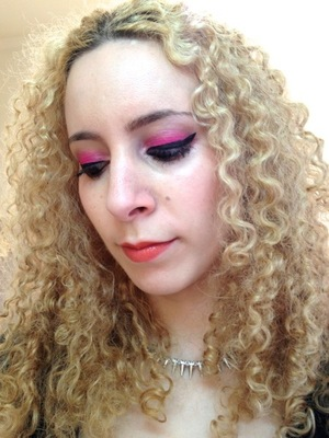 Here's a quick face of the day with Sugarpill's Dollipop, my favourite of their shadows, and my handy Urban Decay Naked palette.