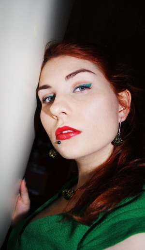 My Christmas look from 2011. Green eyeliner and red lipstick.