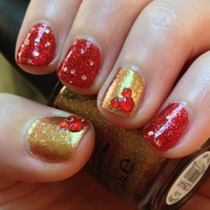 I thought it was feeling a lot like christmas, as the song goes, and decided to do a holiday themed manicure using my favourite OPI polishes and the most awesome sparkly blood red colour from Glitter Gal. If you like red at all you should seriously consider Type O from Glitter Gal.  http://michtymaxx.blogspot.com.au/2012/12/christmas-manicure.html