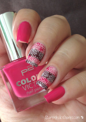 http://stampoholicsdiaries.com/2015/09/10/flower-nails-with-p2-mundo-de-unas-and-bundle-monster/