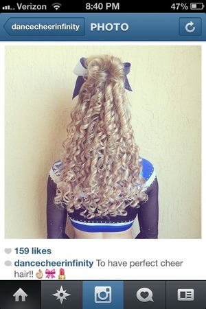 NOT MY PICTURE! By I adored her hair:)