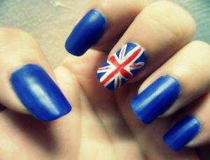 UK inspired nails. Spare my lines, it's the first time I do it.