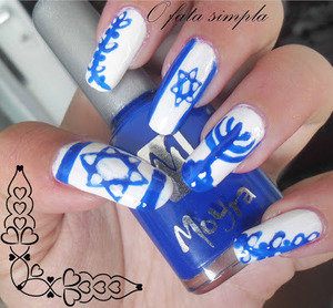 More manicures on the blog -> http://o-fata-simpla.blogspot.ro/2013/06/challenge-24-inspired-by-flag.html