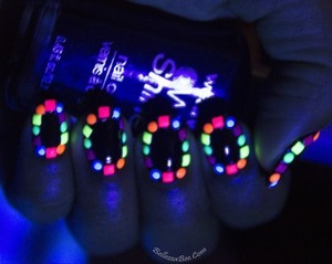 Mix and Match coloured studs for an awesome glow http://www.bellezzabee.com/2013/09/neon-border-nail-art.html
