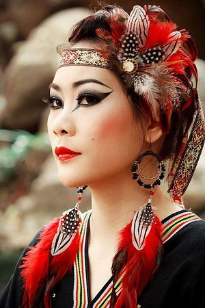 Karen is a tribe in northern of Thailand. This make up trip I make up in the eyes with black color and red lip. ^^*