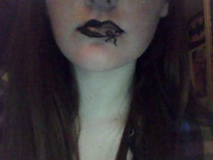 just a really cool lip art  enjoy :D  (i love bows, there just awesome)