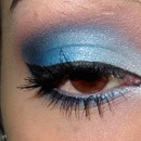 Dreamy blue makeup