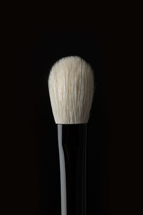 Brush 18 - Tailor-made for blending without any patchiness, Brush 18 diffuses harsh edges for smooth, seamless results in just a few swipes.
