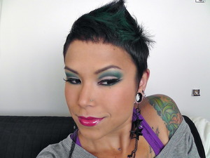 Teal cut crease using MAC Vex, Pompous Blue and Plumage