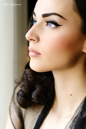 How to create a classic Hollywood cat eye look http://iddavanmunster.blogspot.com/2012/02/how-to-create-classic-hollywood-cat-eye.html