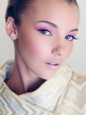 pink eyeshadow, cat eyeliner, false lashes, pink shimmer lip