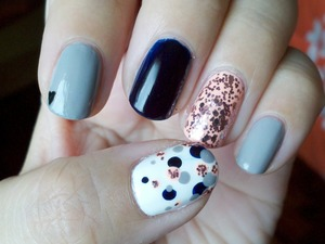 I'm a big fan of this color combo! I just wish my navy blue wasn't so dark. Every nail is an accent nail! :)